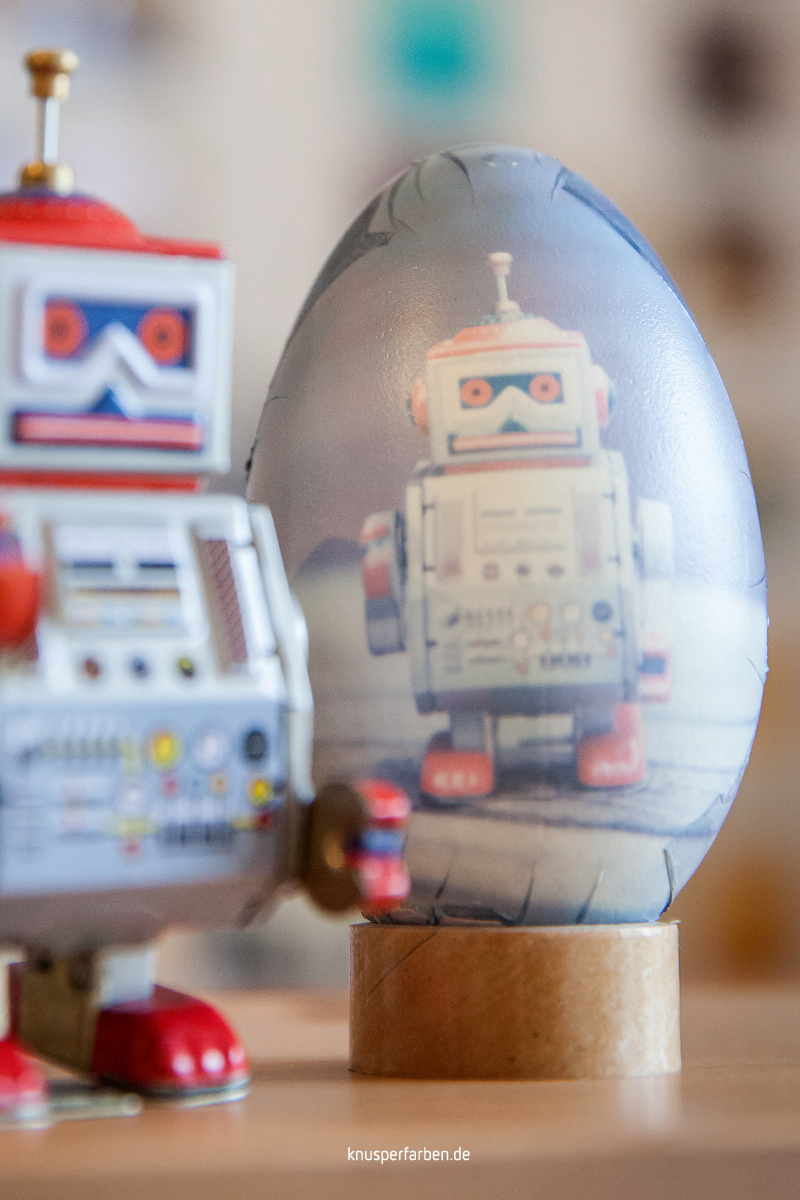 Steve Robo presenting the front of this great and awesome easter egg. Touching it makes you happy!